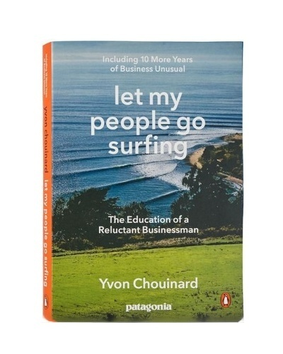 kniha v AJ od Patagonia - Let my people go surfing (paperback)